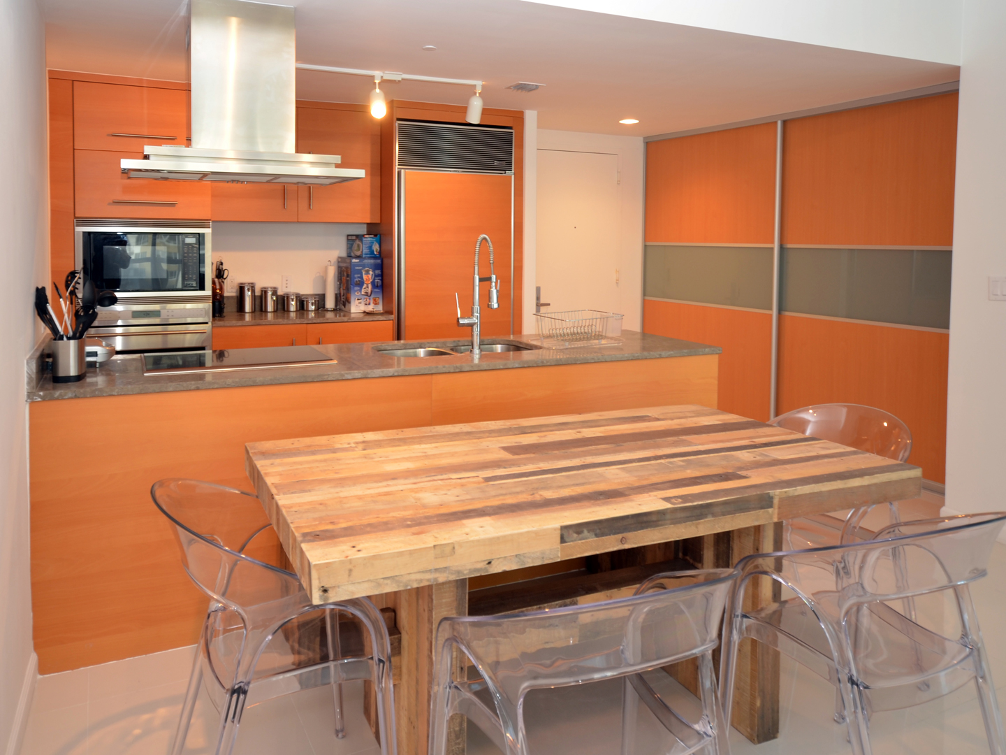 Modern Kitchen 46