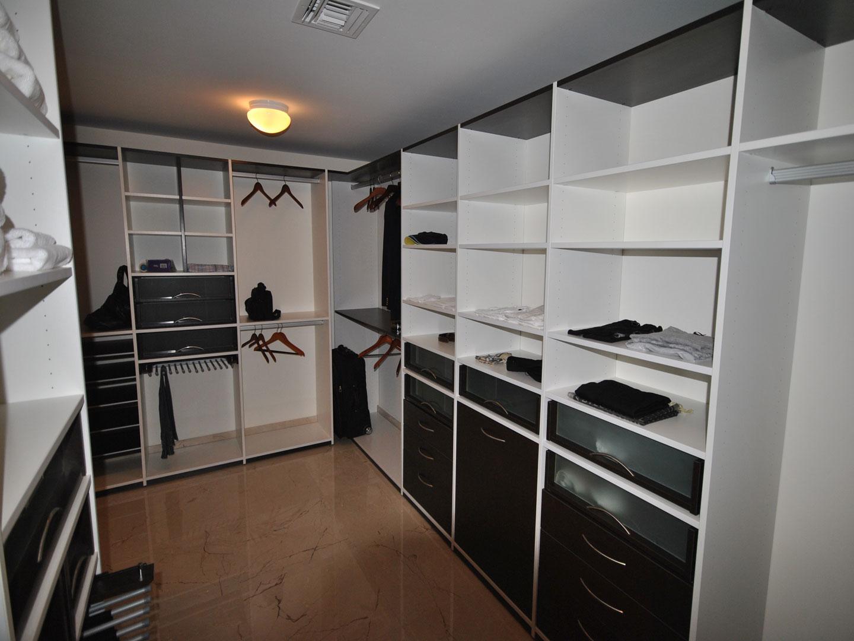 Custom Closets 09