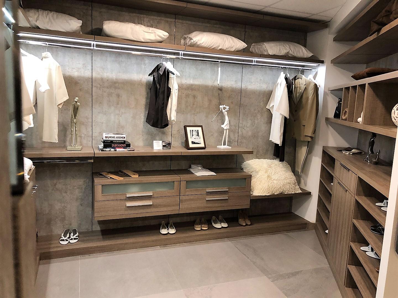 Custom Closets 21