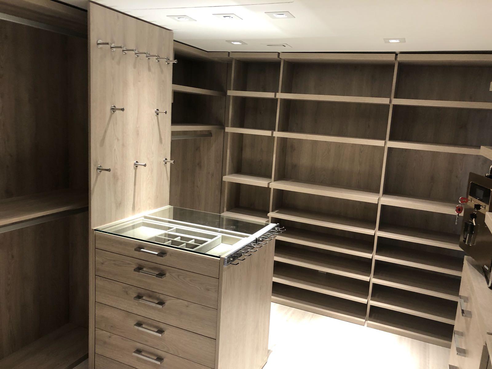 Custom Closets 36