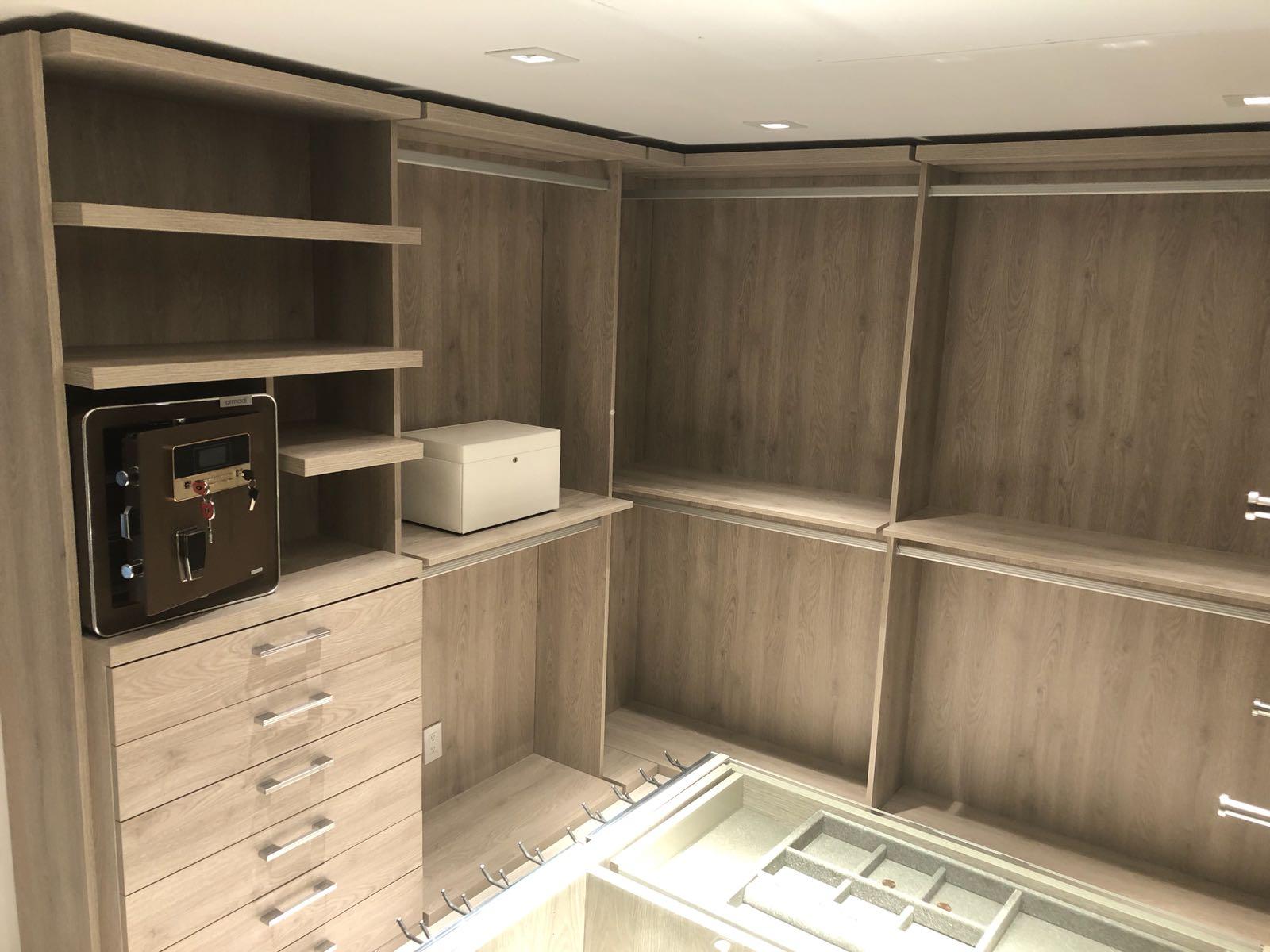Custom Closets 37