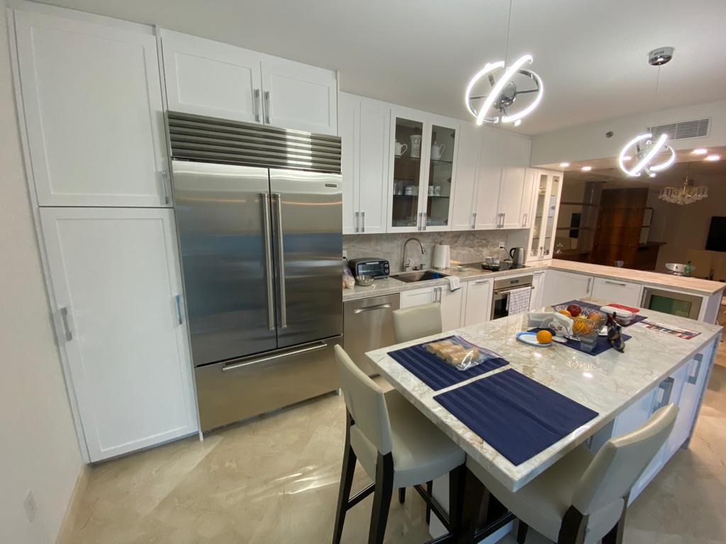 Contemporary-Kitchen-Miami-91