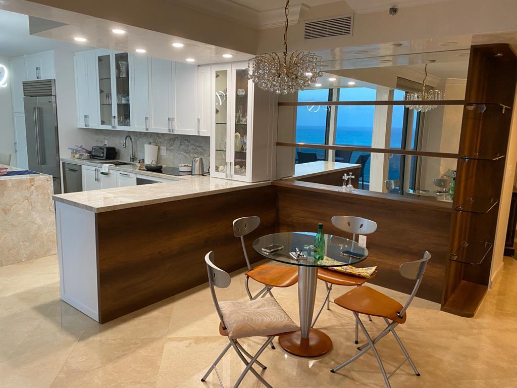 Contemporary-Kitchen-Miami-92