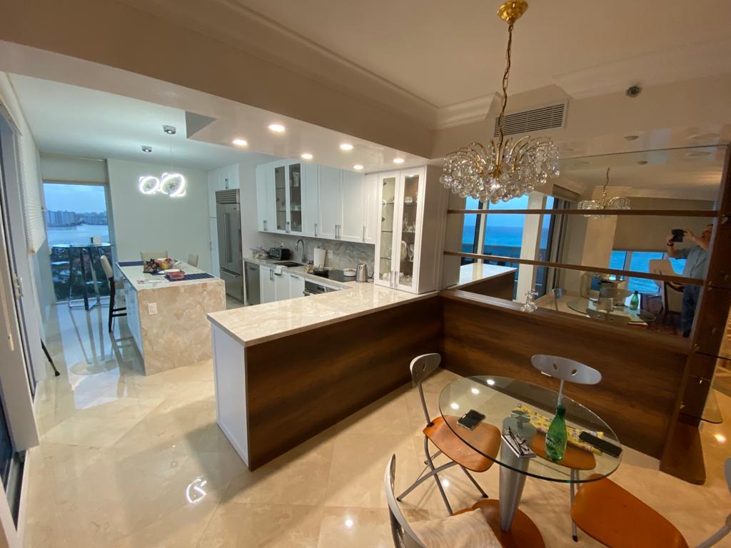 Contemporary-Kitchen-Miami-93