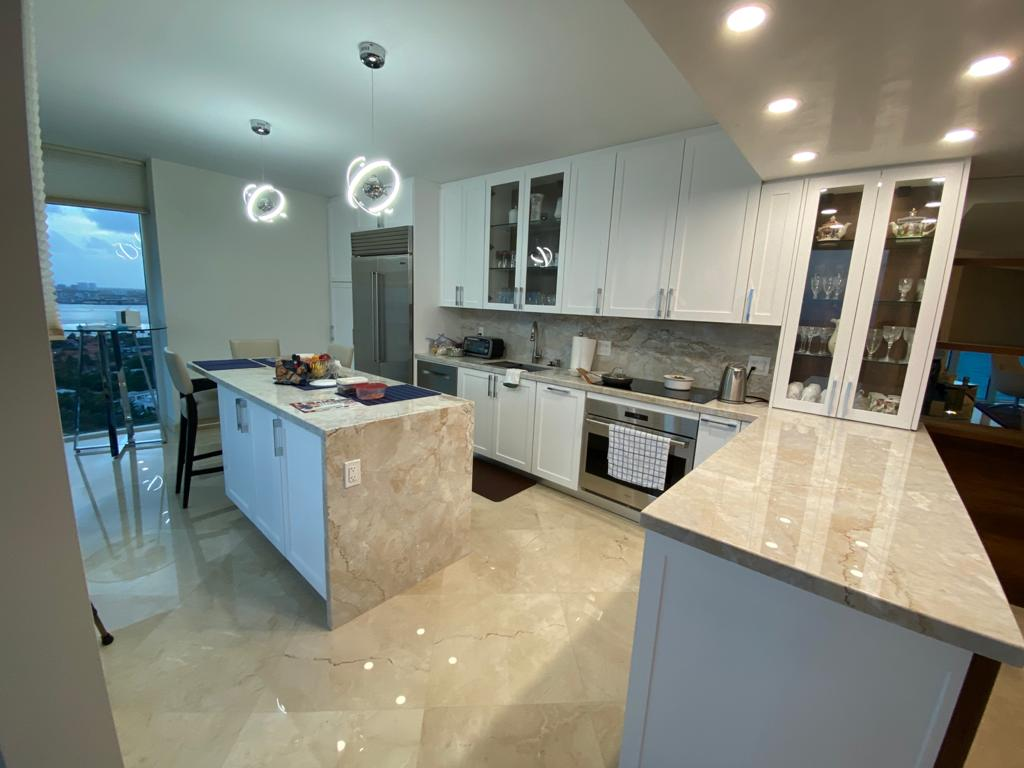 Contemporary-Kitchen-Miami-94