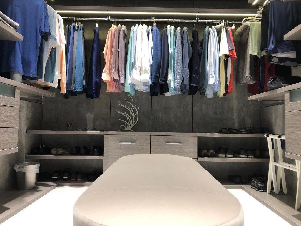 Custom Closets 68