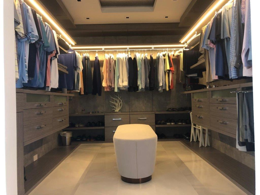 Custom Closets 72